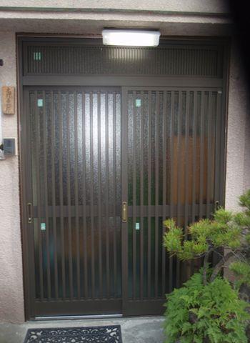 元々ある玄関はそのまま!「カバー工法」でキレイにな…