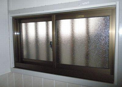 湿気のこもる脱衣所を、開閉できる窓に!