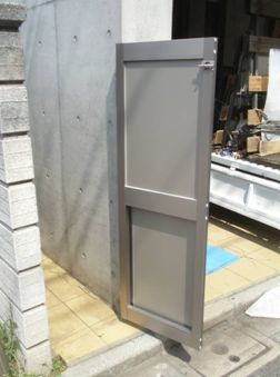 屋外ゴミ置き場の扉の交換で使いやすくなりました!