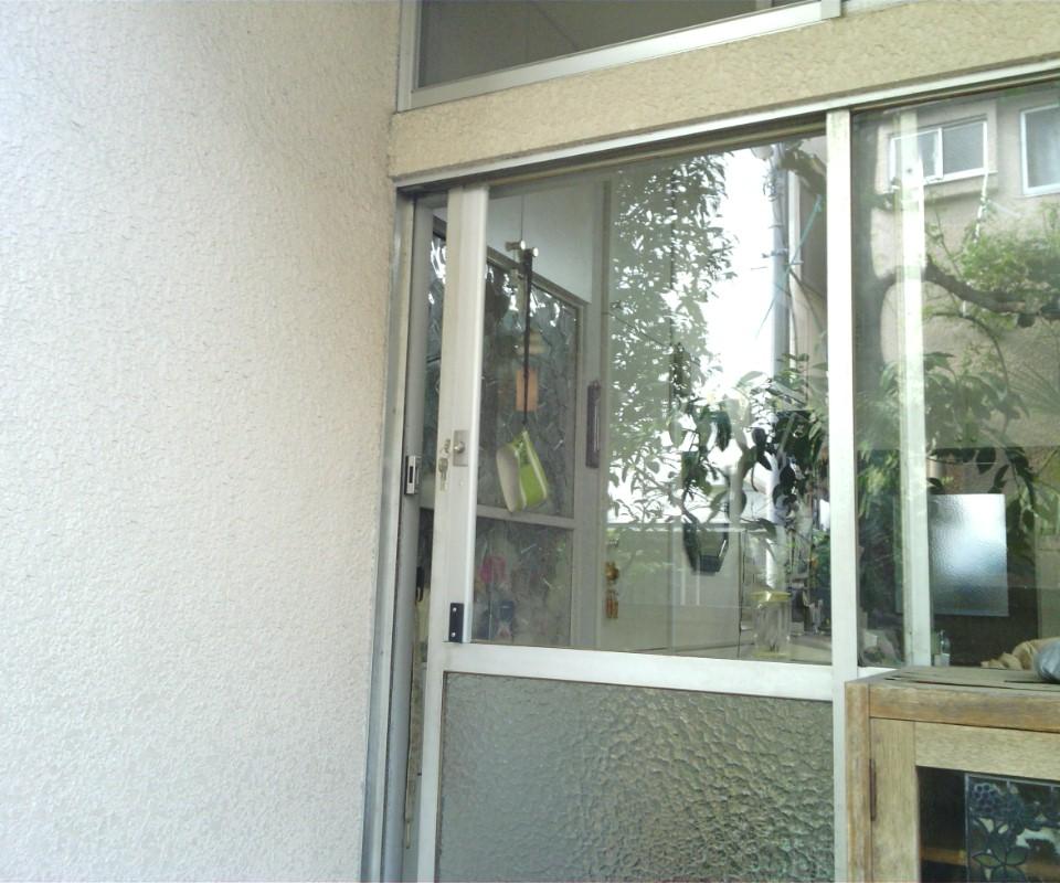 普通の窓が勝手口玄関に変身!