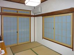 内窓でインテリアにも調和し部屋が明るくなりました。