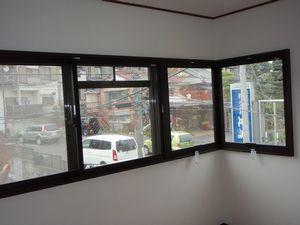 コーナータイプの窓に内窓を取り付けました