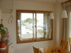 出窓に内窓「プラマードU」を取り付けました。
