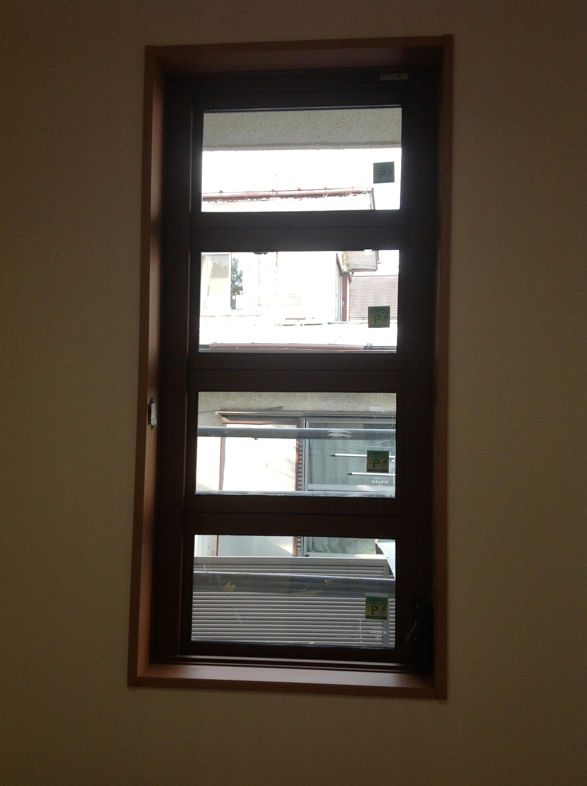 採風と安全性を兼ねる オーニング窓