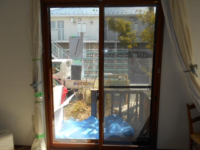 木目調の内窓設置で、室内の雰囲気も暖かく!