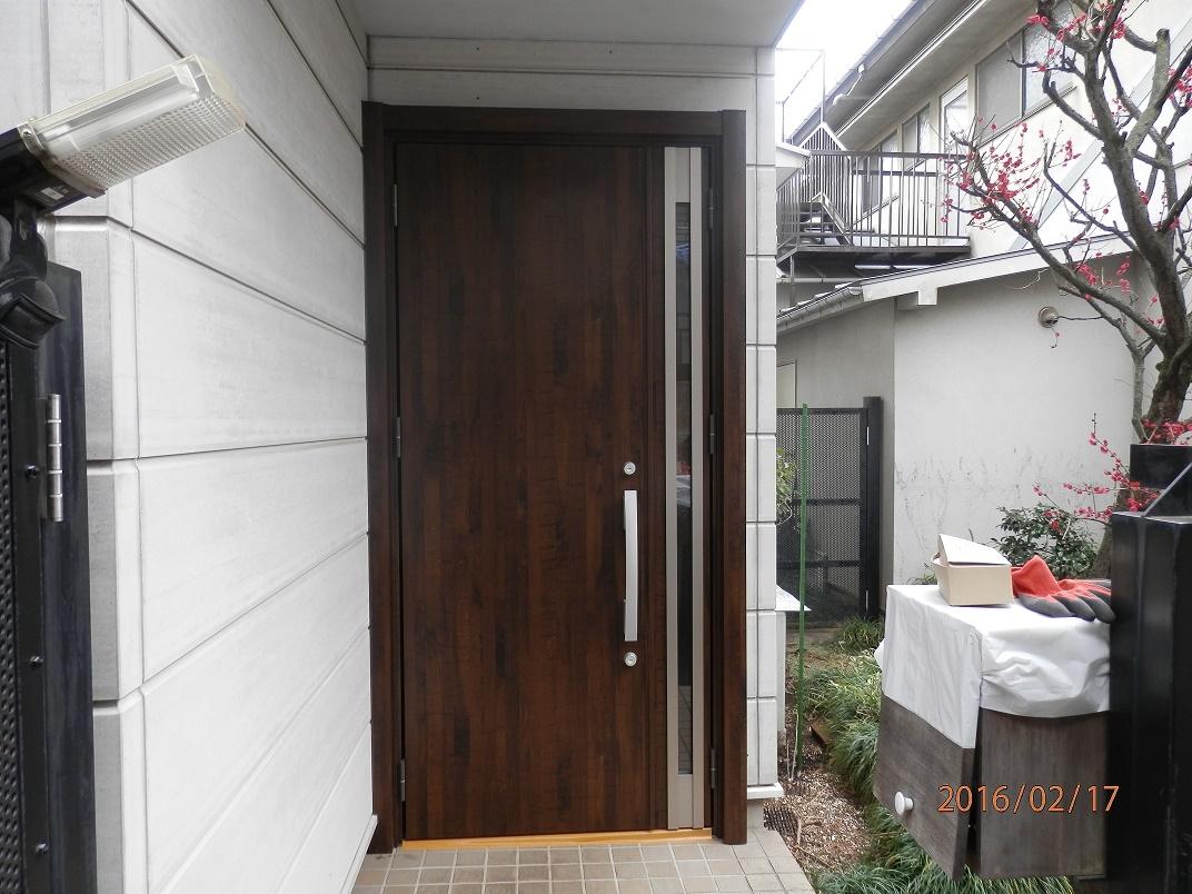イメージ一新!素敵なドアに変身しました