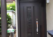 ドア交換で明るい玄関に!