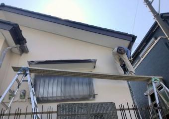破風板、雨樋補修施工中