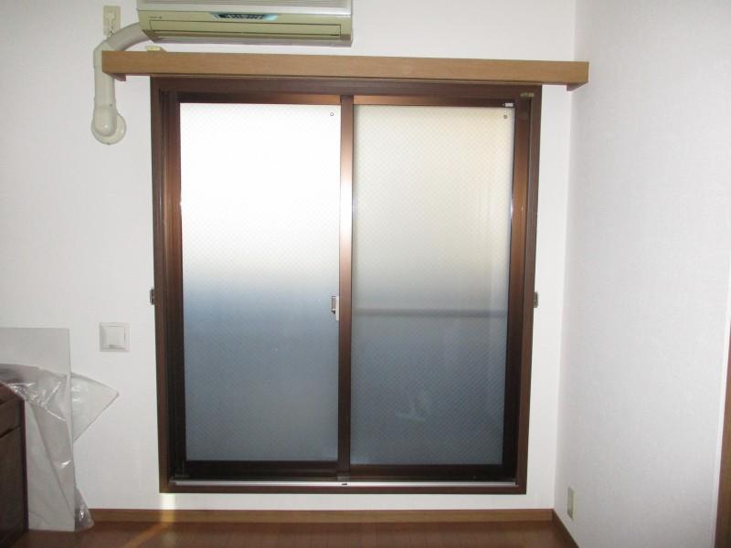 窓のすきま風対策とガラス交換で断熱効果アップ!