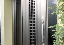 玄関ドアをリシェントC84N採風タイプに交換しました。