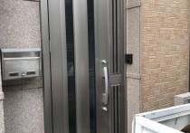 玄関ドアをカバー工法で1日でリフォームしました。