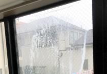 梅雨時におこるガラス面の結露!窓ガラスの交換をお勧めします。