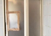 浴室中折れドアをカバー工法でリフォームしました!