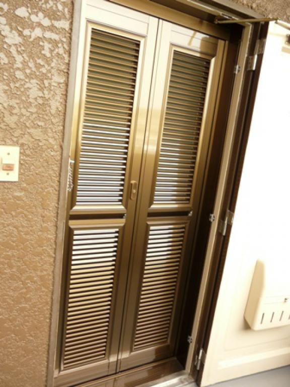 防犯面でも安心なドア専用網戸