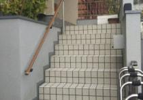 外階段タイル張り替え&手摺設置工事