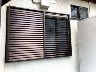 浴室の窓に多機能ルーバー施工