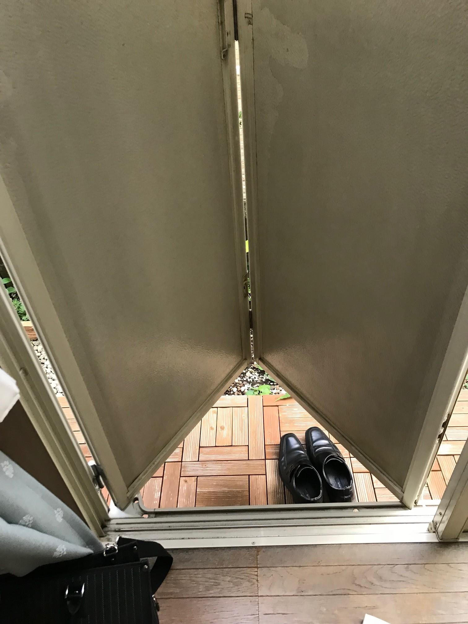 施工前2.☆施工前写真*室内側からの雨戸の写真です