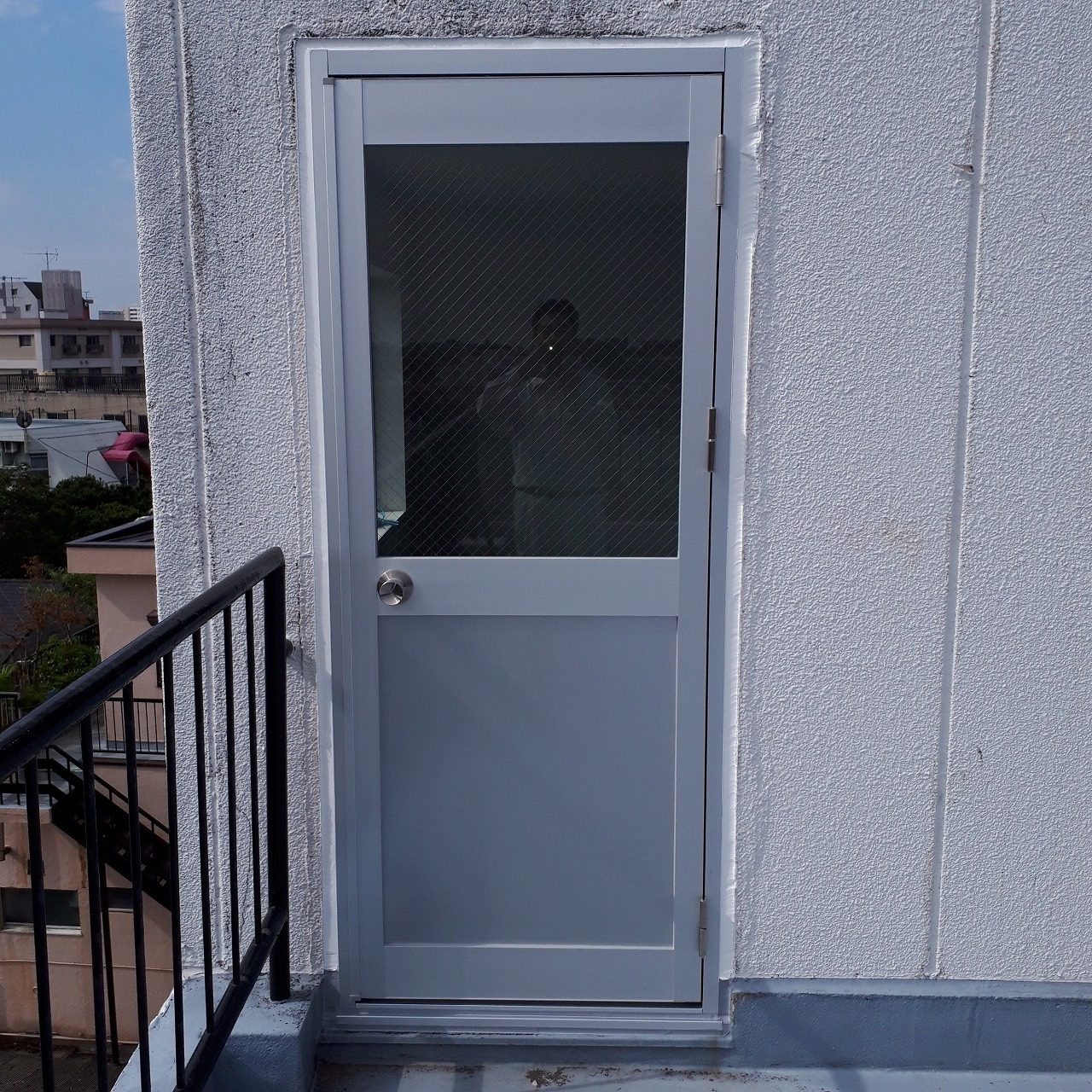 アルミ框ドアカバー工法