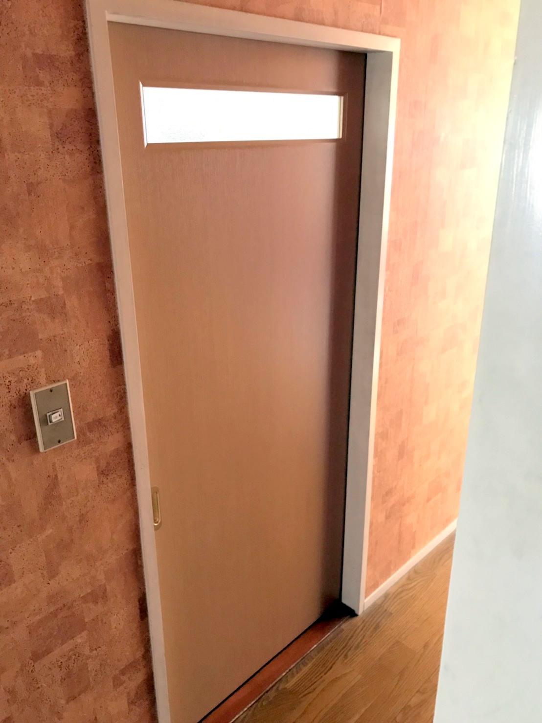 洗面所の室内引戸を交換しました