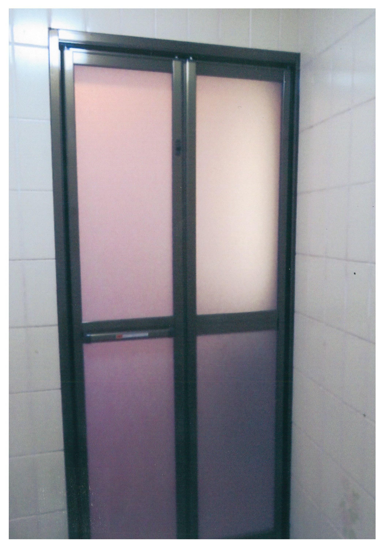 浴室のドアを交換で開け閉めを楽に