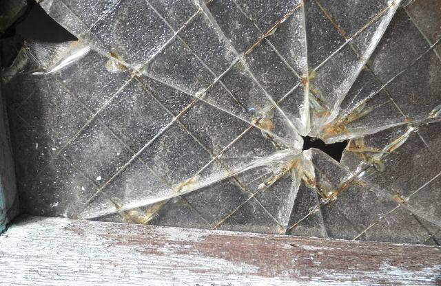 触ってないのに窓ガラスが割れる!?熱割れの原因と対策