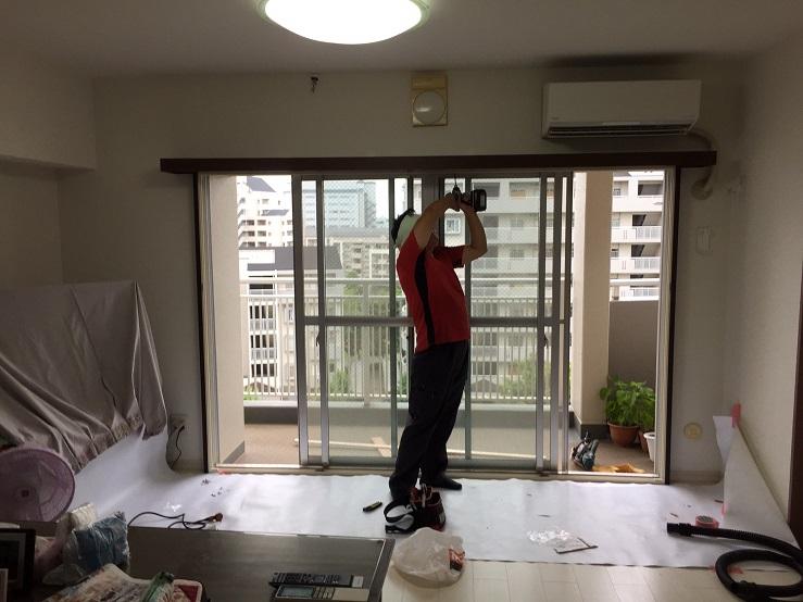 洋室 工事中。内窓部分を取り付けています。