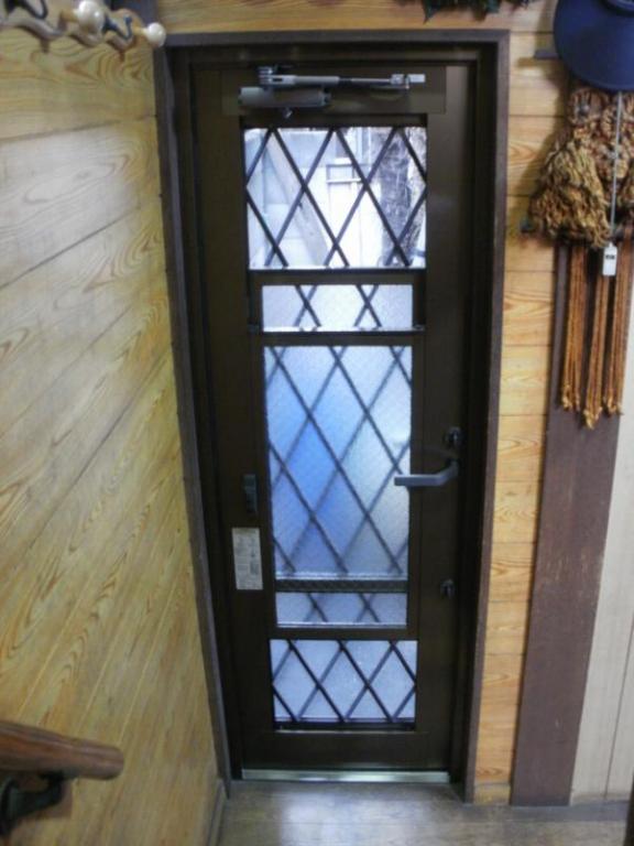 光と風を取り込めるドアに一新!勝手口ドア交換工事