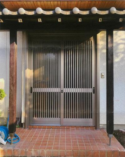 欄間なしタイプの玄関引戸にリフォームしました!