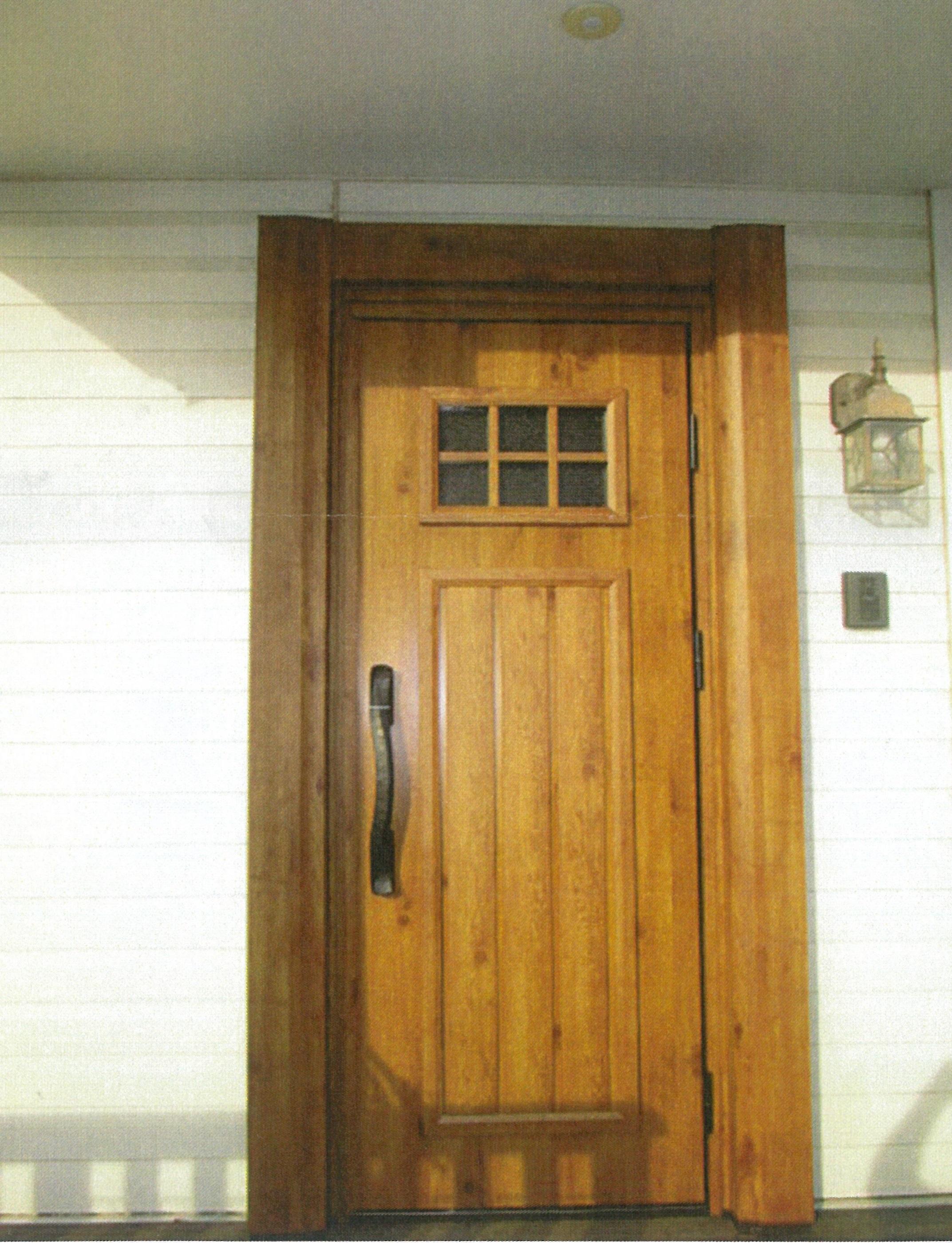輸入住宅の玄関ドアも最新のドアへすっきりリフォーム…
