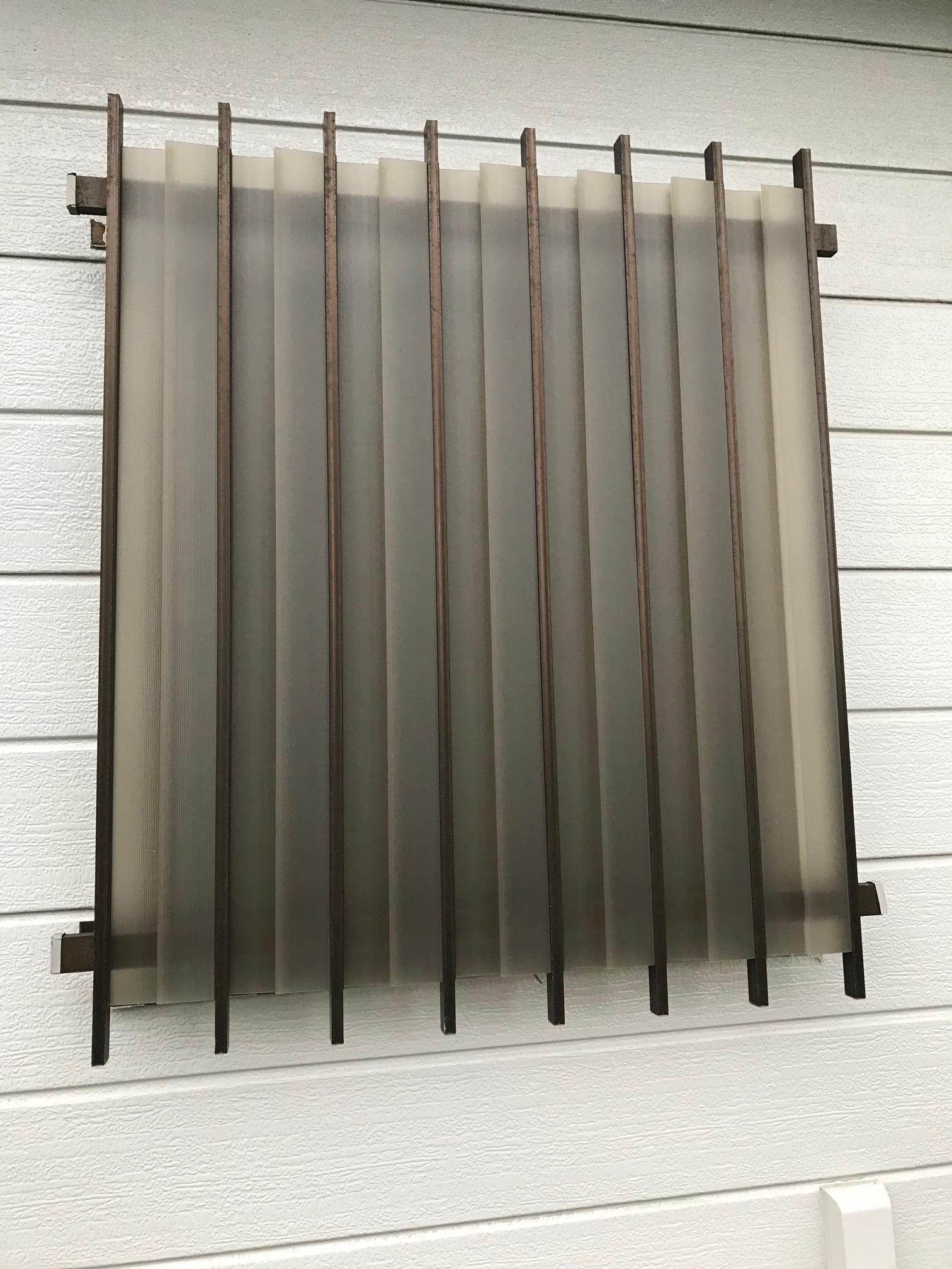 海老名市 洗面所の窓にマドミランをつけました