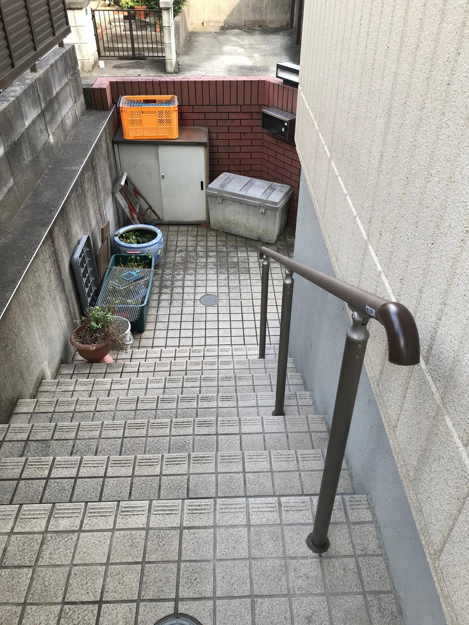 海老名市 玄関前階段にLIXILグリップラインを施…