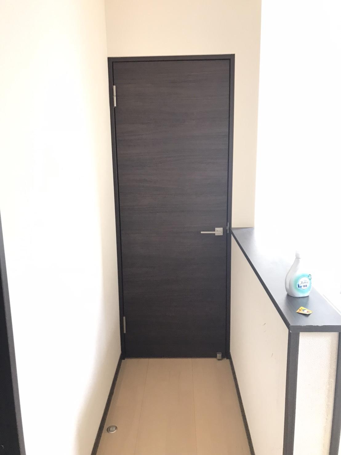 海老名市 部屋の入口に室内ドア設置で、ワークスペー…