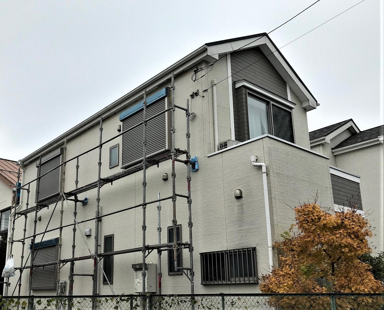 1階と2階の無防備な窓にシャッター取付