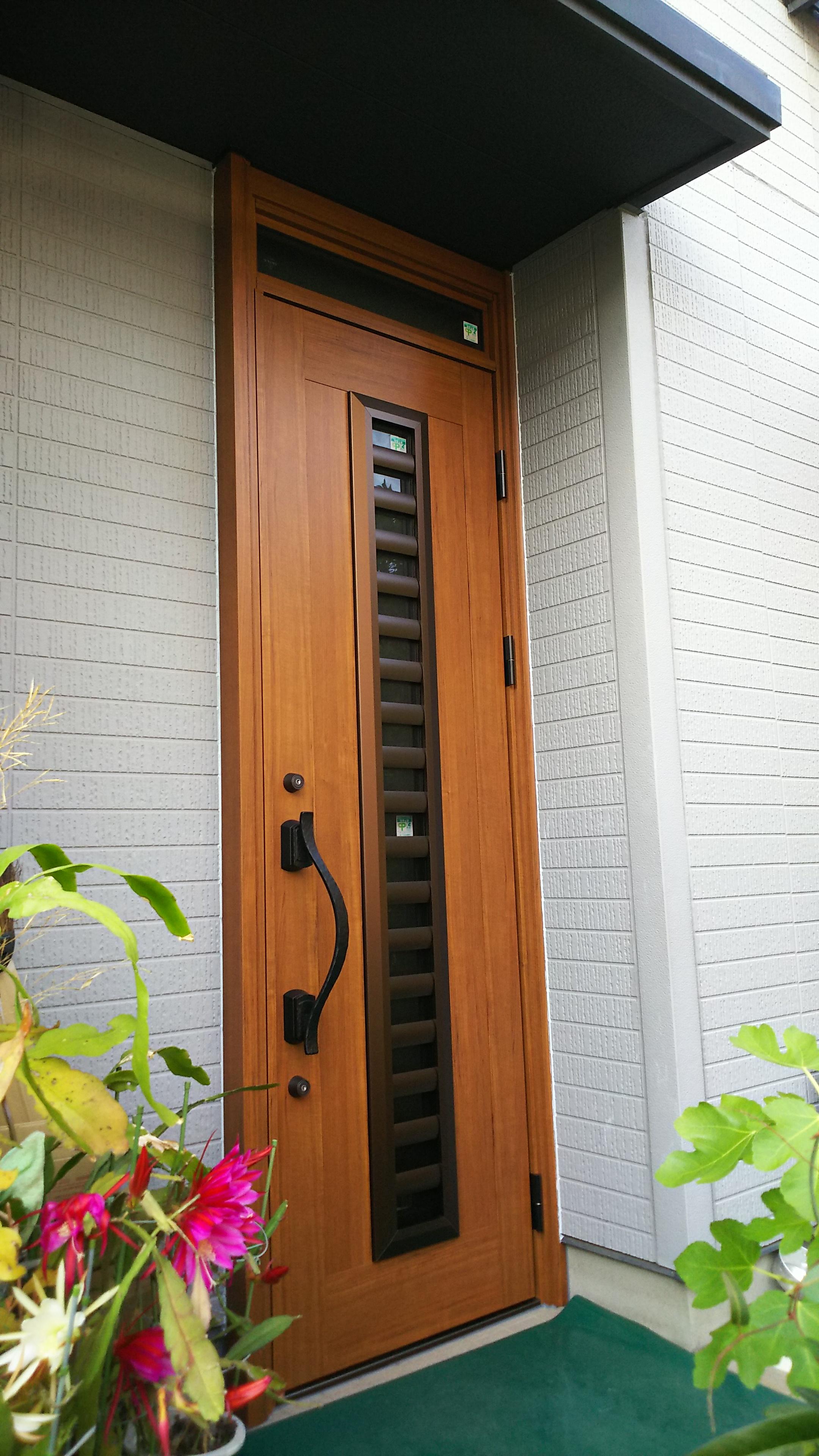 ドアカバーで玄関を明るく、快適に