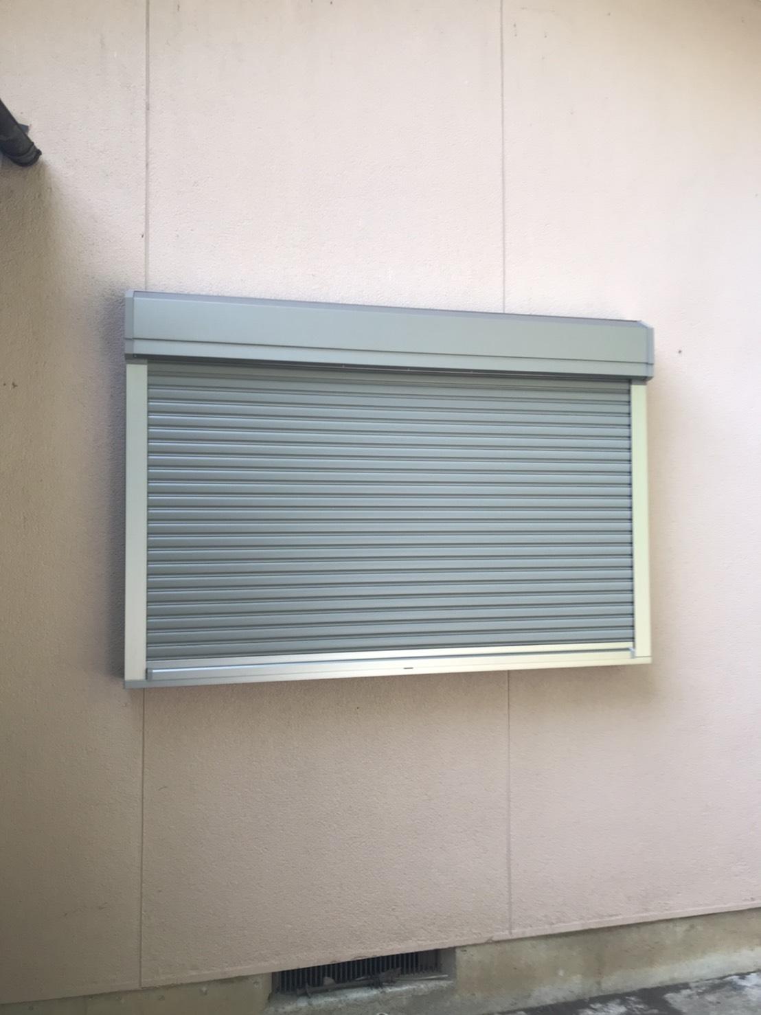 後付けできる住宅用窓シャッターで防犯・台風対策。