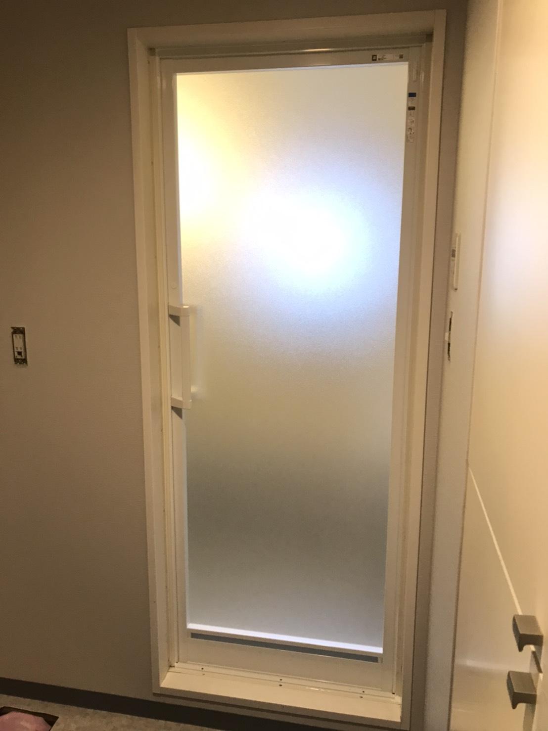 浴室ドアの交換をさせていただきました。