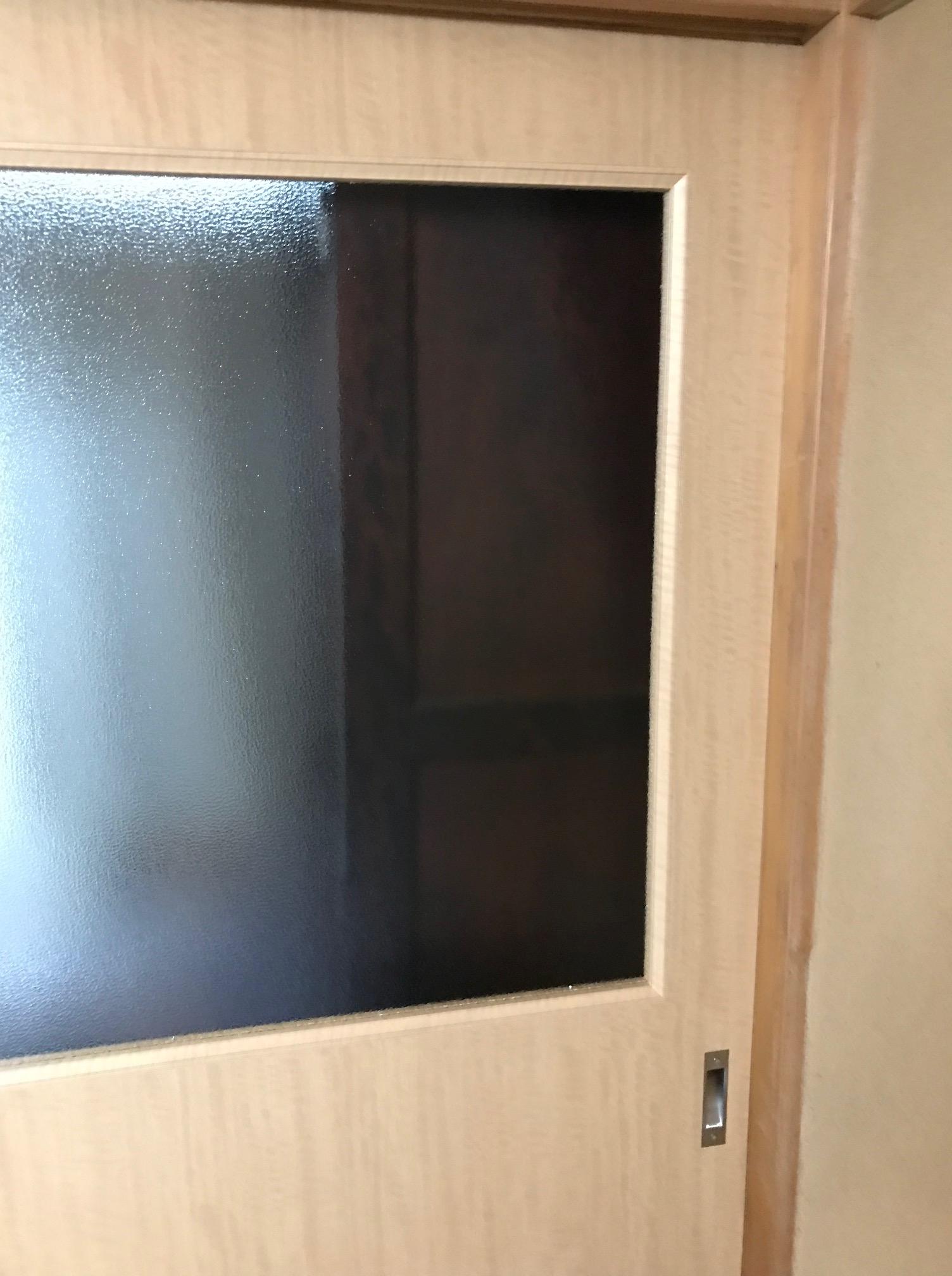 施工後 和室8帖寝室:室内引き戸上部型ガラス
