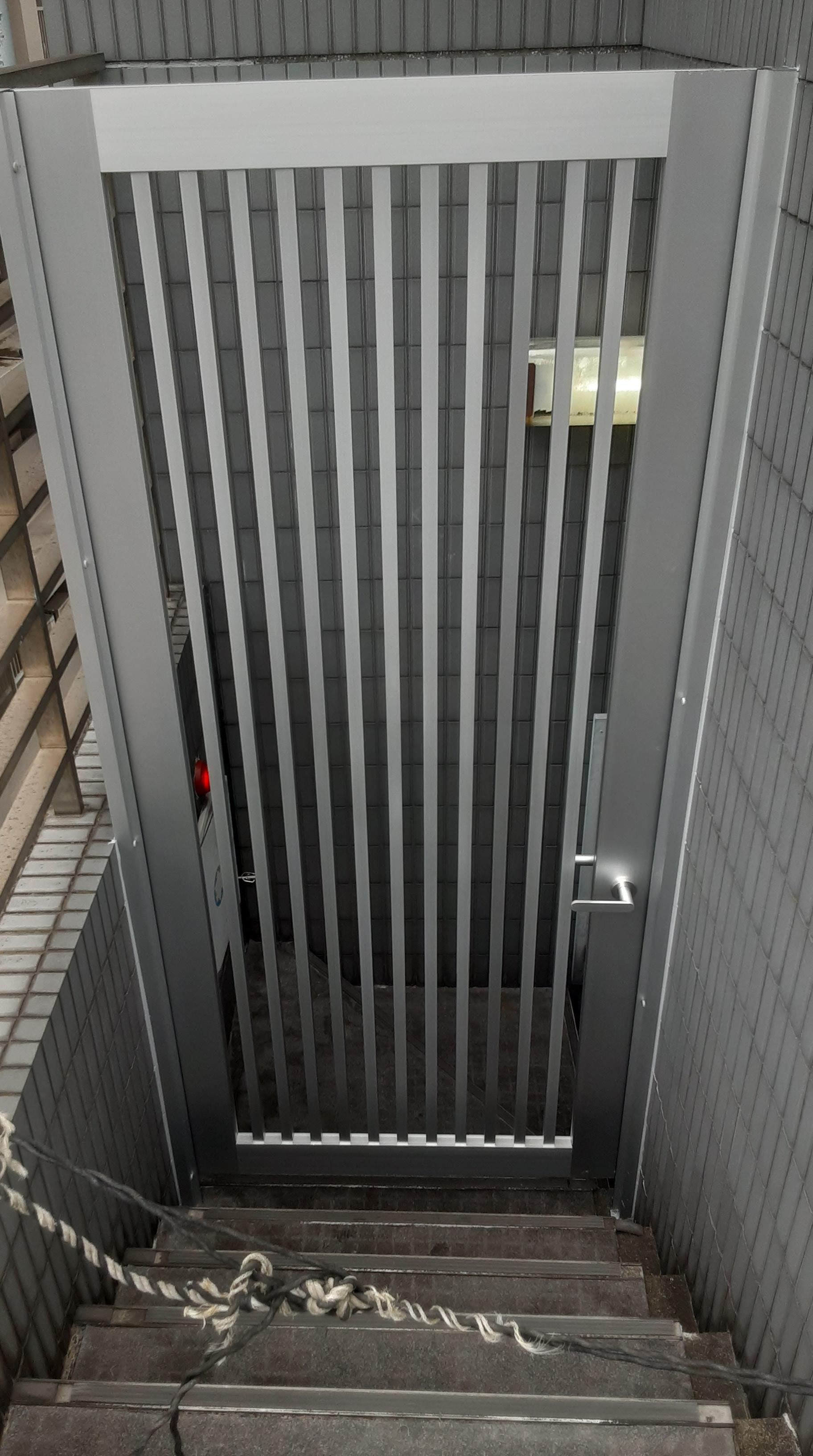 アルミ格子ドア取付工事